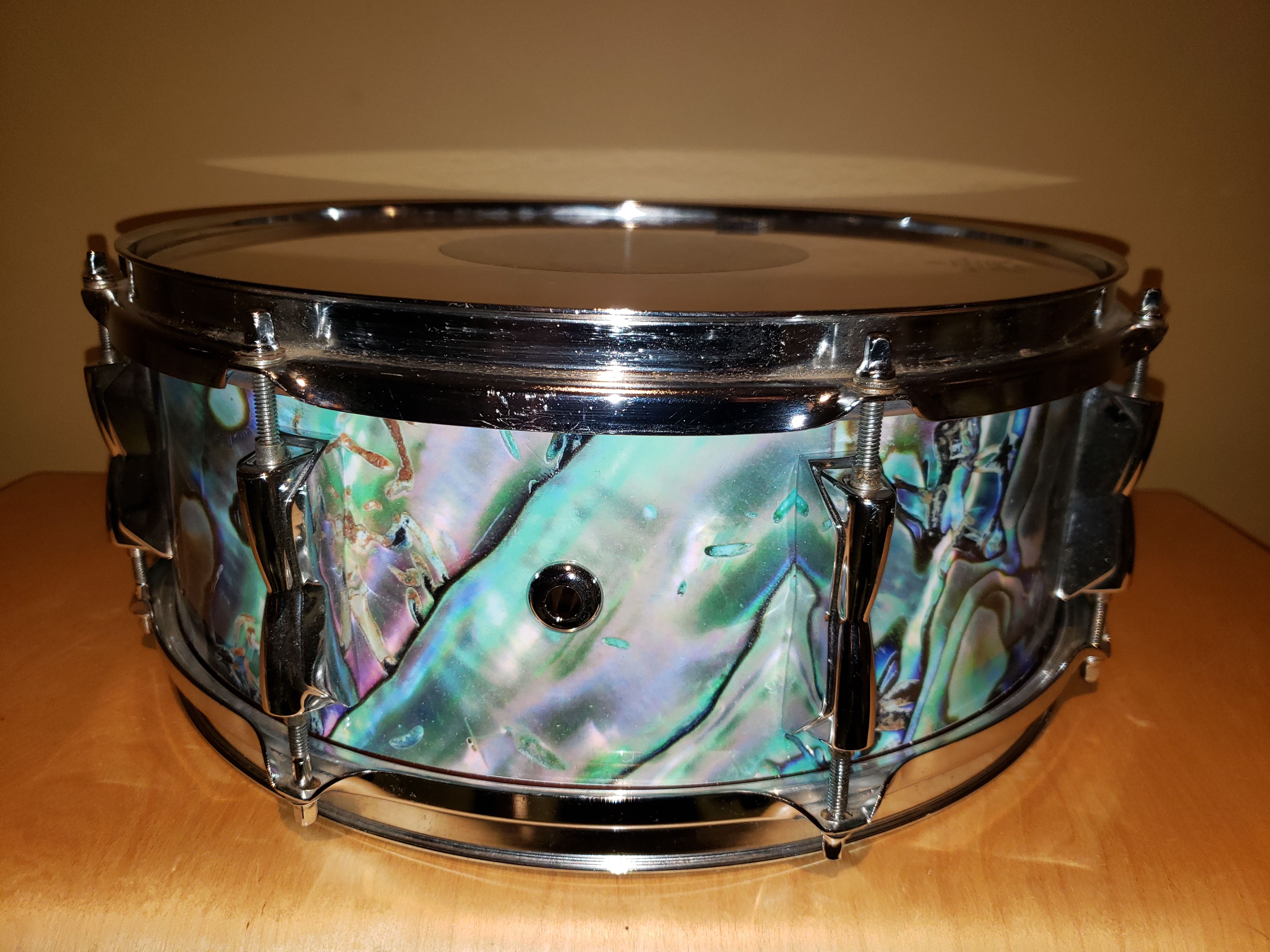 Abalone Snare with chrome air vent